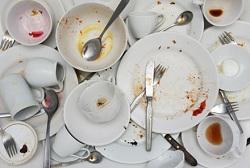 очень грязная посуда