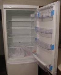 холодильник с открытой дверцей