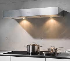 плоская вытяжка на кухне