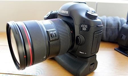 Зеркалка Canon EOS 5D Mark III