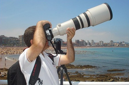 у него, возможно, профессиональный фотоаппарат