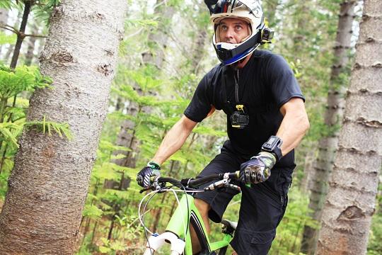 велосипедист с экшн амреой