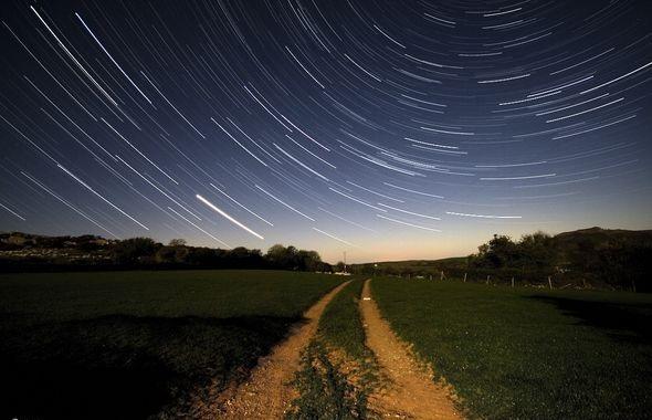 движение звезд на очень длинной выдержке