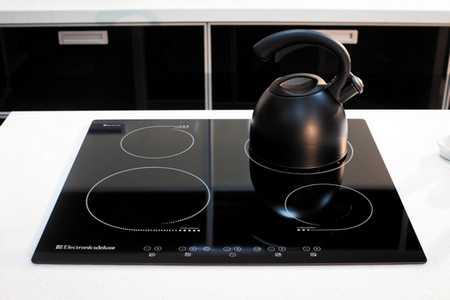 мощность потребления индукционной плиты