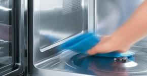 очистить микроволновку содой