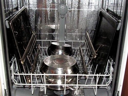 мытье кастрюль в посудомоечной машине