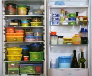 пища в пластиковых контейнерах